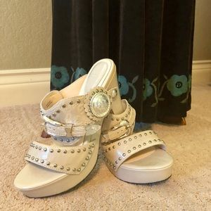 Shoes - Platform heel with western inspiration